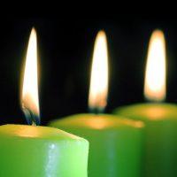 velas verdes encendidas