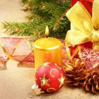Vela amarilla y roja de navidad