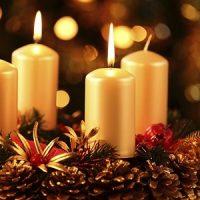 Velas amarillas de navidad