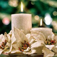 centro de mesa con vela blanca