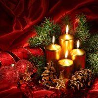 decoracion con velas doradas para navidad