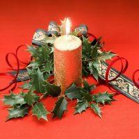 vela dorada en navidad
