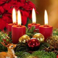 vela roja con centro de mesa en navidad