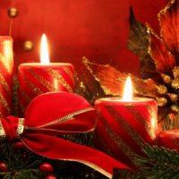 vela roja decorando la navidad