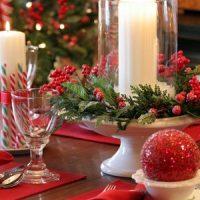 velas blancas con centro de mesa