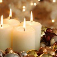 velas blancas en navidad
