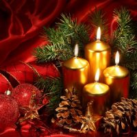 velas de navidad doradas