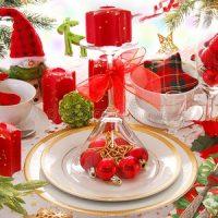velas rojas con centro de mesa