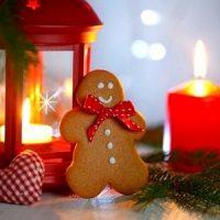 velas rojas decorando la navidad